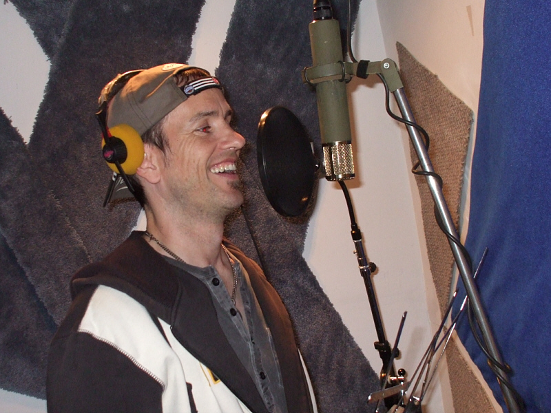 """Michael Duff of Chalk FarM fame sings lead vocal on """"Welcome Home to Dallas"""""""